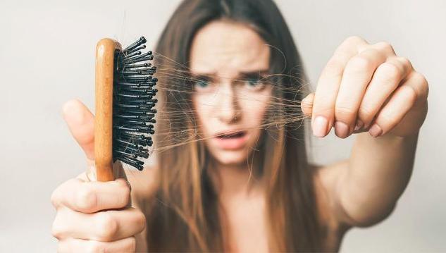 Tunnare hår och håravfall är vanligt – Men det finns hjälp som fungerar