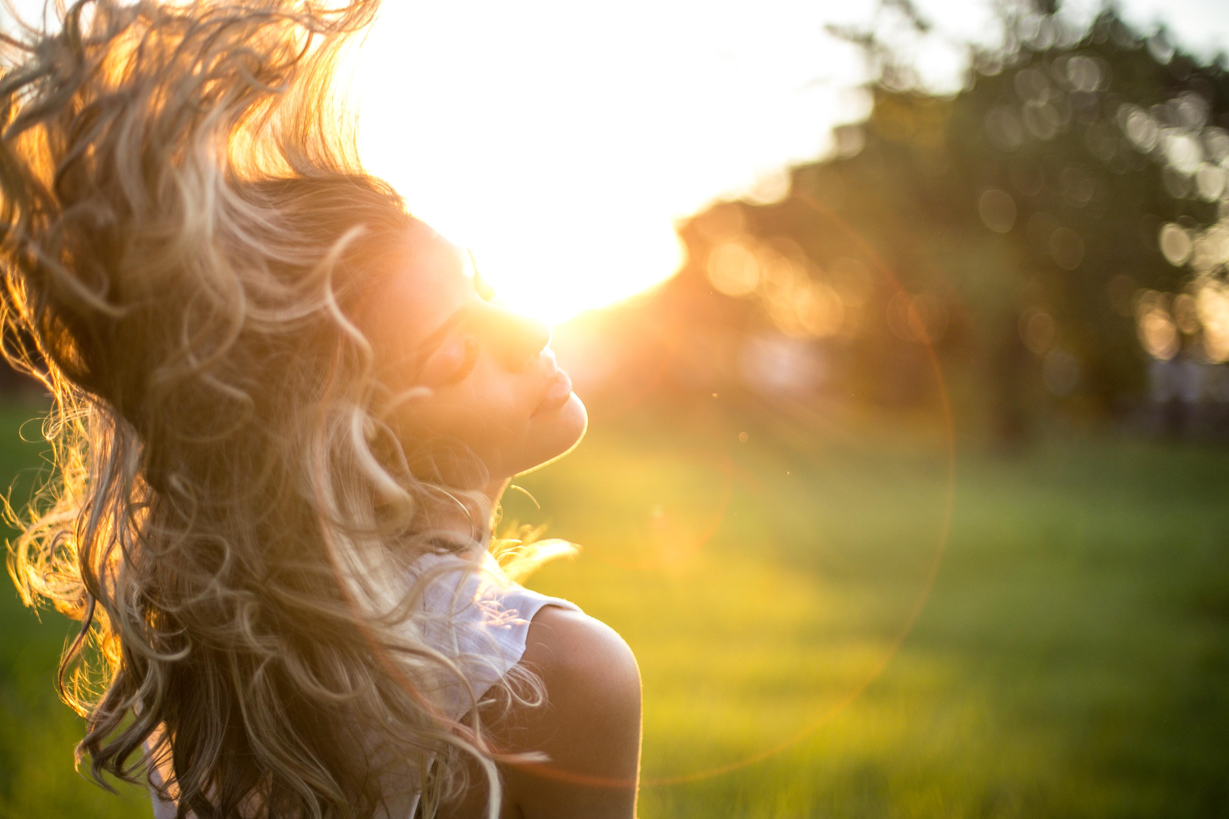 Att bibehålla ett glansigt fint hår under sommaren