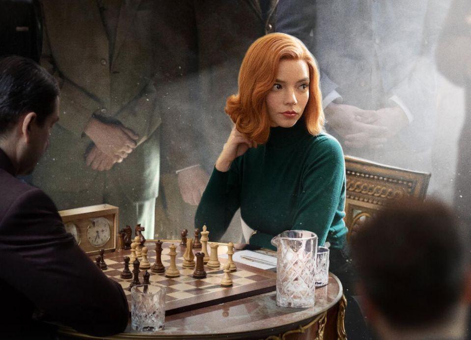 Det trendar att spela schack tack vare The Queen's Gambit